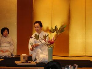 Tworzenie ikebany w stylu nageire Źródło: :: shodan :: via Foter.com / CC BY