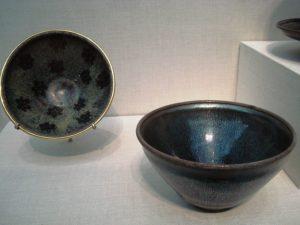 Kamionkowe miseczki do herbaty, dynastia Song (960-1279 r.) Fot. User:PericlesofAthens Źródło: Wikimedia Commons