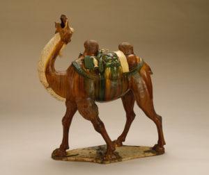 Grobowa figurka z dwugarbnym wielbłądem