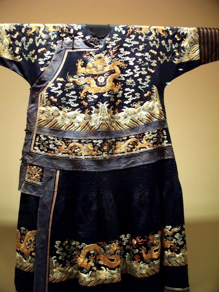 Szata męska  z motywem pięciopalczastego smoka, dynastia Qing Źródło: Forever Wiser via Foter.com / CC BY
