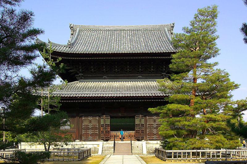 Świątynia Myoshin-ji. Widać tu fajnie mokoshi :) Źródło: Wikimaedia Commons