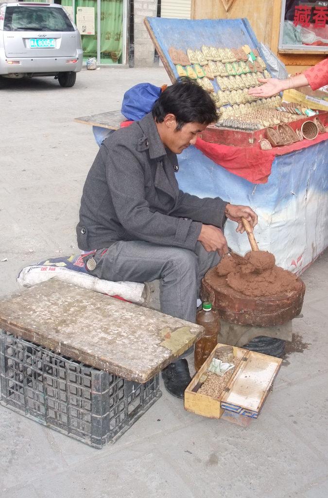 Przykład produkcji i sprzedarzy tsha-tsha Źródło: So_P via Foter.com CC BY