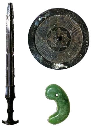 Artystyczne wyobrażenie japońskich regaliów cesarskich, w tym miecza Kusanagi-no-tsurugi   Źródło: Wikimedia Commons